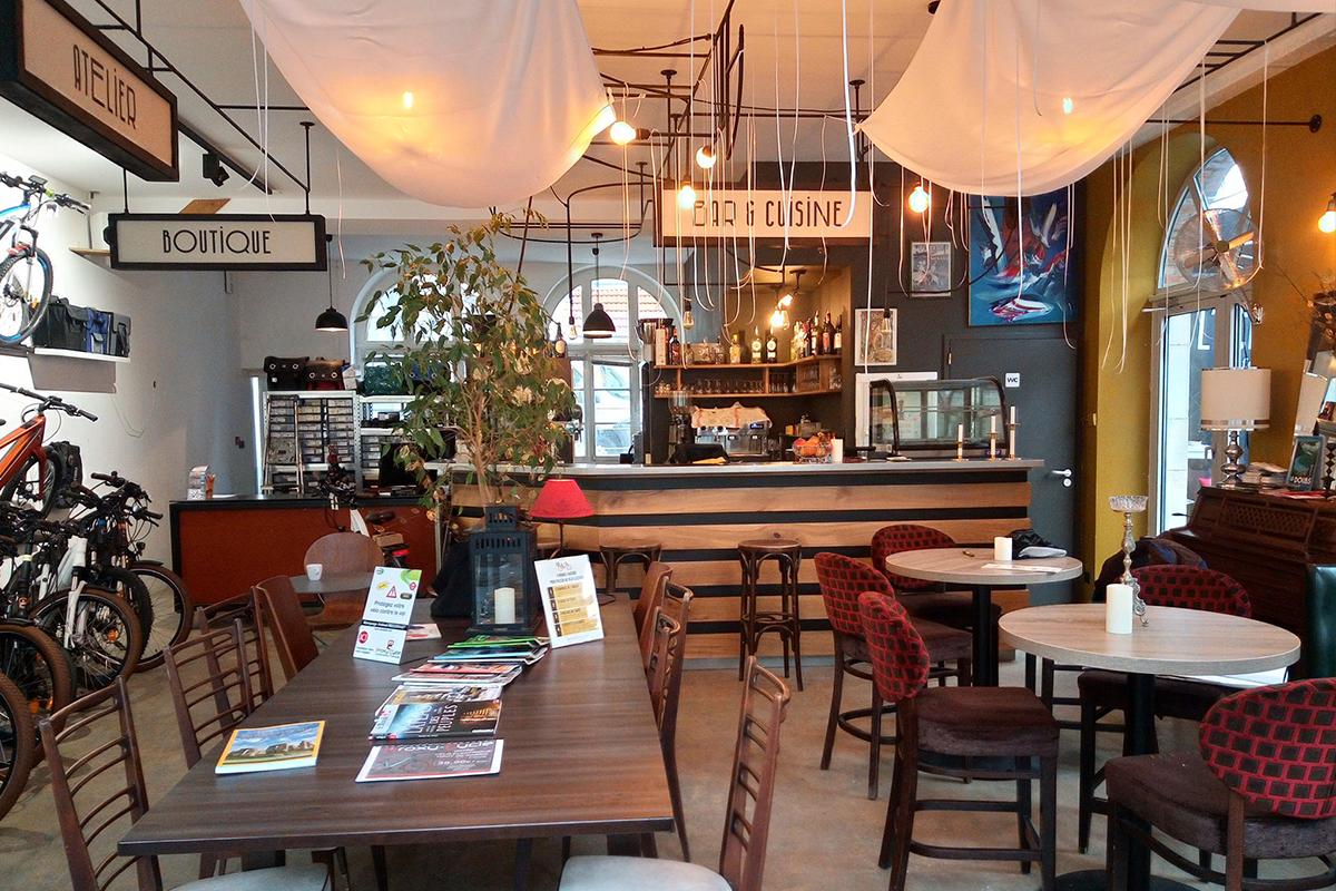 l'échappée concept café vélo carte menu photographie intérieur du bar concept inédit Besançon